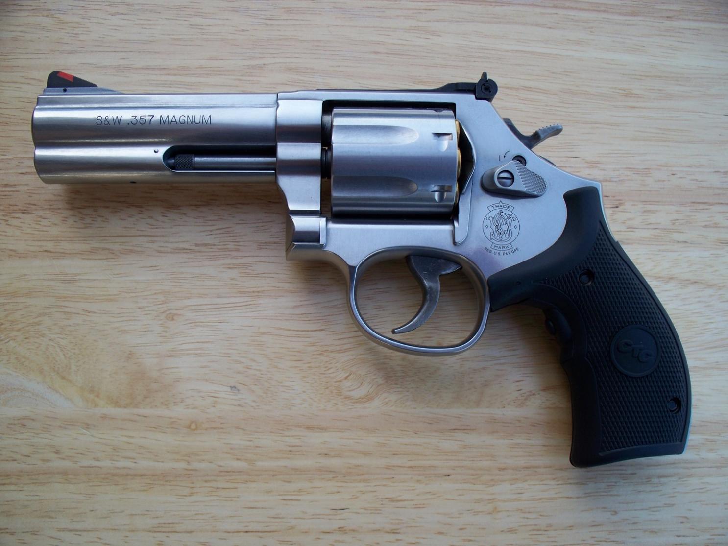 Smith_&_Wesson_.357_Model_686_Plus